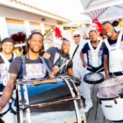 Caraibische Drumshow-boeken